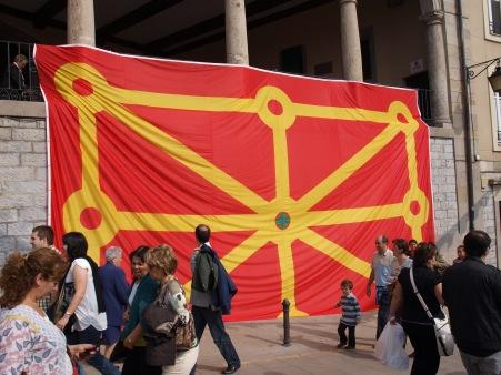 Nabarrako bandera Arquillos-en kokaturik agertzen da, pasa den urteko Setioaren Urteurrenean.