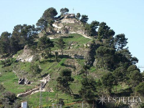El castillo Mayor. Pese a que fue volado con explosivos en 1572, los restos de la edificación aún son abundantes (Iturria: www.estella.com.es)