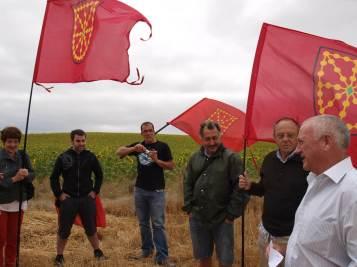 Miembros de Martin Ttipia Kultur Elkartea, acompañados de algunos colegas, en Fin de Rey, Agés, el pasado año (Iturria: Martin Ttipia Kultur Elkartea)