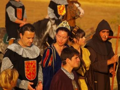 Un momento de la recreación-representación de la batalla que vecinos de la comarca hacen cada año (Iturria: www.noticiasburgos.com)