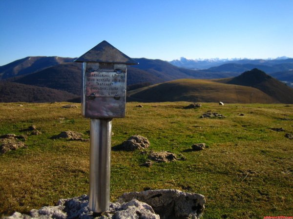 Espainia eta Fratziaren arteko mugaren irudi bat (Iturria: www.pirineos3000.com)