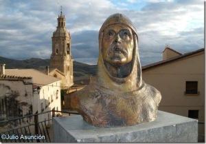 Busto de Sancho I Garcés en Villamayor de Monjardín. Esta localidad se sitúa al pie del castillo de San Esteban de Monjardín (antiguamente, Deyo), conquistado por este monarca en 908. El control de este bastión dejó libre el camino hacia el valle del Ebro (Iturria: http://arte-historia-curiosidades.blogspot.com.es).