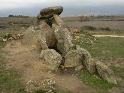 """""""La Chabola de la Hechicera"""" edota """"Sorginetxe"""" trikuharria, Elvillar/Bilarren (Iturria: www.kultura.ejgv.euskadi.eus)."""
