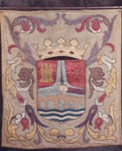 Herriaren armarria: 550 urte igaro ondoren, Nafarroako armarriak bertan darrai, goi eskuineko alderdian (Iturria: www.sanvicentedelasonsierra.org)
