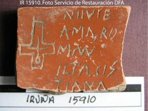 Una de las ostrakas halladas en Iruña-Veleia (Iturria: http://blogak.goiena.eus/elexpuru)