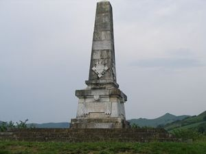 Monolito en recuerdo a los defensores de la independencia de Navarra en donde estuvo el Castillo de Maya