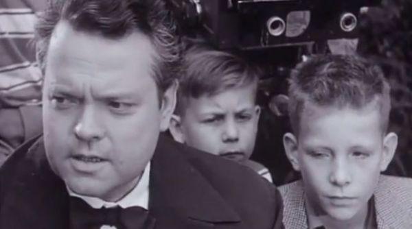"""Orson Welles, """"The land of the Basques""""dokumentala zuzendu zuen garaian (1955) (Iturria: eldiario.es)"""